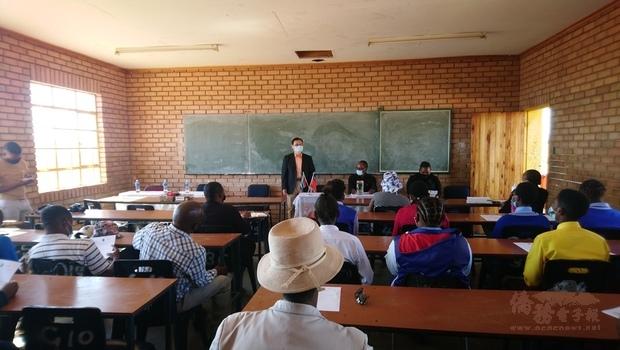 響應南非政府推動婦女平權 南非代表處捐贈女性衛生用品