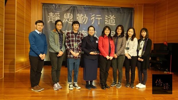 臺灣6位搭僑計畫青年學子一同參與觀摩實習,林美鳳(左四)、吳春芳(右四)。