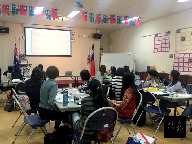 澳洲昆士蘭本地華語教師們認真參與,仔細聽講。