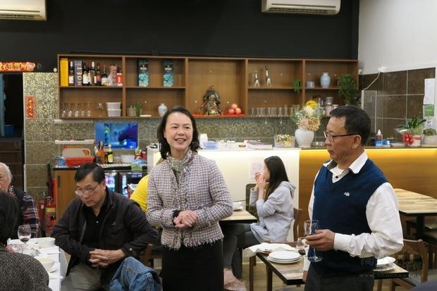 范惠君(左)、黃煥南(右)。