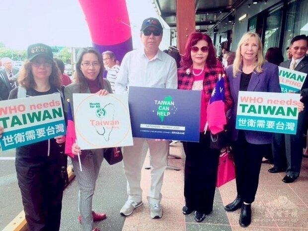 澳洲僑胞1日訴求澳洲支持台灣加入WHO,在布里斯本等4個城市宣傳理念,圖為布里斯本的活動。(澳洲的台灣同鄉會提供) (圖:中央社)