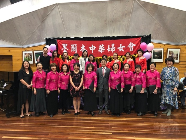 中華婦女會合唱團團員合照。
