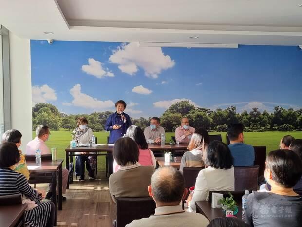 蘇瓊珠女士(左二)倡導臺灣加入世界衛生組織之重要性