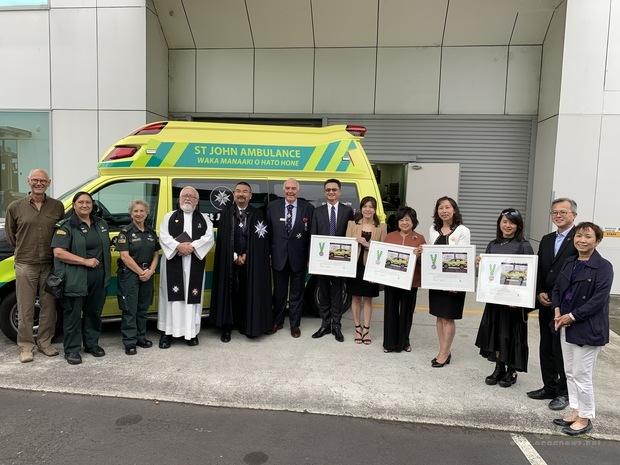 劉永健處長見證世華婦女會捐贈救護車。
