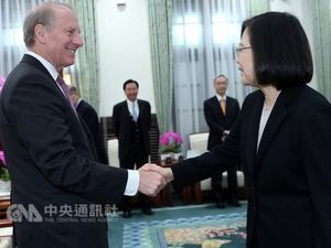 Richard Haass (left) and President Tsai-Ing-wen / Photo courtesy of CNA