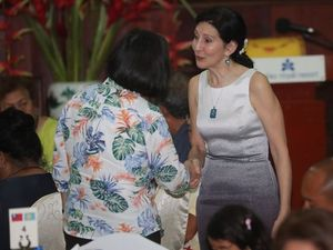 Amy J> Hyatt (right), the U.S. ambassador to Palau, shakes hands with President Tsai Ing-wen./Photo courtesy of CNA