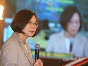 President Tsai Ing-wen at National Space Organization in Hsinchu./Photo courtesy of CNA