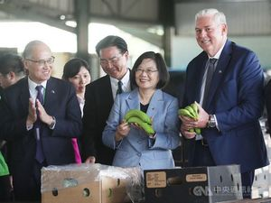 President Tsai Ing-wen (second right) and St. Lucia Prime Minister Allen Chastanet (right)/Photo courtesy of CNA