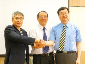 National Yunlin University of Science and Technology president Yang Neng-shu(left), National Pingtung University of Science and Technology president Tai Chang-hsien and National Taiwan University of Science and Technology president Liao Ching-jong
