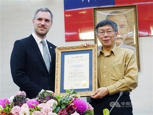 Prague Mayor Zdenek Hrib (left) and Taipei Mayor Ko Wen-je (right) met in Taipei in March/Photo courtesy of CNA
