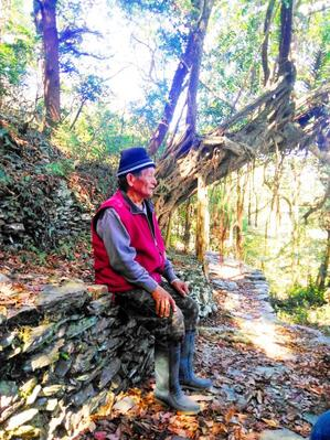 Eighty-year-old Ripunu Abalriini on Monday last week sits by a trail that he helped to build in Pingtung County's Wutai Township. / Photo courtesy of Community Forestry Laboratory of National Pingtung University of Science & Technology