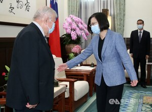 President Tsai Ing-wen (right) meet with outgoing Nicaraguan Ambassador William Manuel Tapia Aleman at the Presidential Office in Taipei on Thursday./ Photo courtesy of CNA