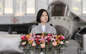 President Tsai Ing-wen speaks when inspecting an Air Force base in Penghu./ Photo courtesy of CNA