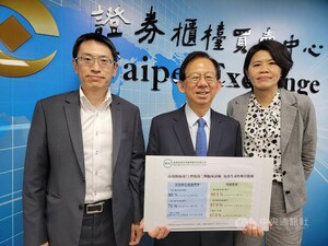 MVC CEO Charles Chen (center). CNA photo April 11, 2021