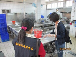 Students, staff at Miaoli school fall ill with suspected food poisoning