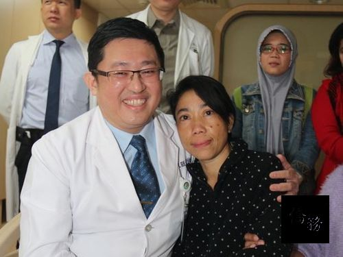 Amy (right) and her doctor Lin Jing-wang (left); photo courtesy of CNA