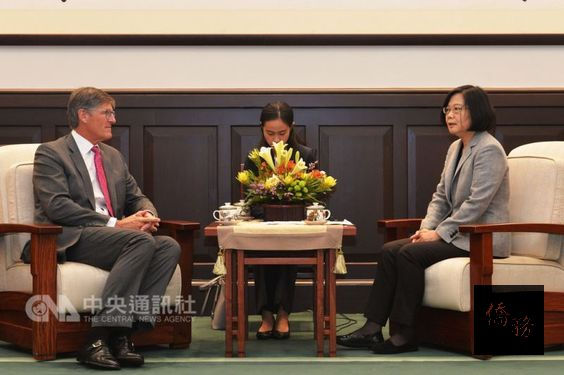 President Tsai Ing-wen (right) and Citigroup CEO Michael L. Corbat (left) / Photo courtesy of CNA