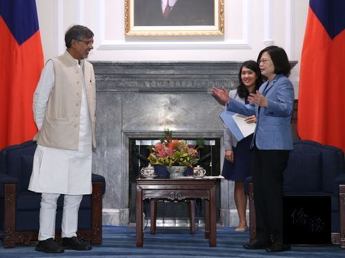 President Tsai Ing-wen (right) and Kailash Satyarthi (left). / Photo courtesy of CNA