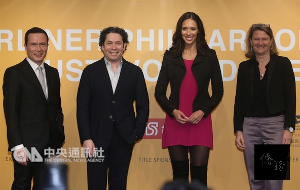 Stanley Dodds (left), Gustavo Dudamel (second left), Tamara Mumford (second right) and Andrea Zietzschmann/Photo courtesy of CNA