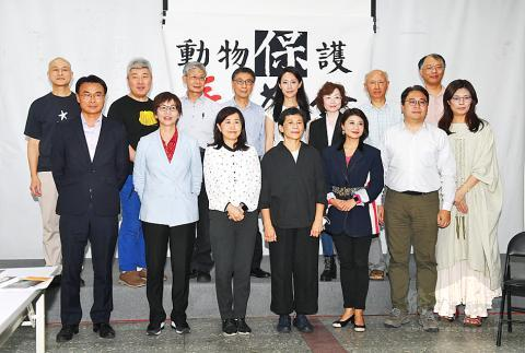 Council of Agriculture Minister Chen Chi-chung, front row left, attends the founding news conference of an alliance to promote animal welfare legislation in Taipei yesterday.Feb 27, 2020/Photo courtesy of CNA