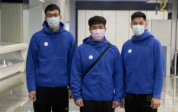 From left: Chen Kuei-ru, Huang Shih-feng and Chen Chieh.