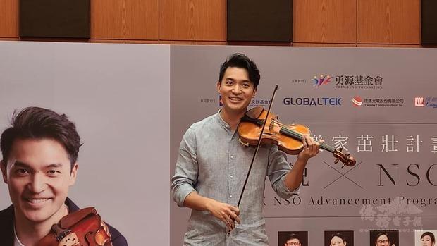 華裔小提琴家陳銳熱衷音樂教育,更興奮有機會造訪花東,與原住民小朋友一起互動。