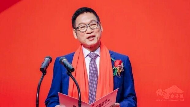 「神秘鞋王」張聰淵成為台灣新首富。圖為張聰淵在華利集團掛牌時致詞畫面。