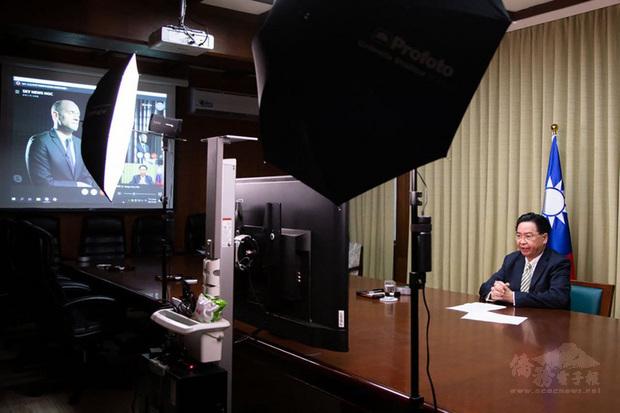 外交部指出,吳釗燮接受英國「Sky News」電視台視訊專訪,說明台灣因應中國軍事威脅、兩岸關係現況及台英關係等議題。(外交部提供)
