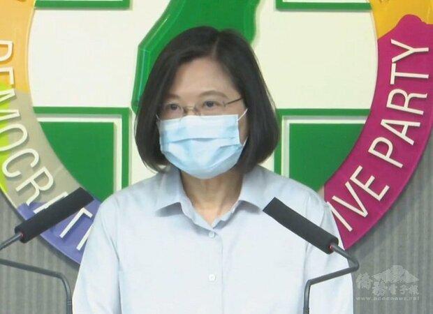 蔡英文總統指出,從處理外交與國際政治及兩岸關係的角度來看,身為台灣人,如果有自我防衛的決心,以及珍惜自己擁有的自由跟民主的價值,就能有效嚇阻中共政權對台灣的可能冒進作為。(圖擷自民進黨臉書)