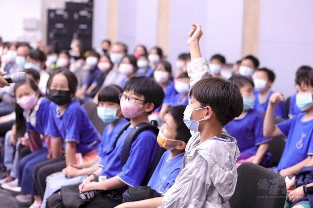 台灣國樂團寓教於樂,用音樂關懷新住民。(台灣國樂團提供)