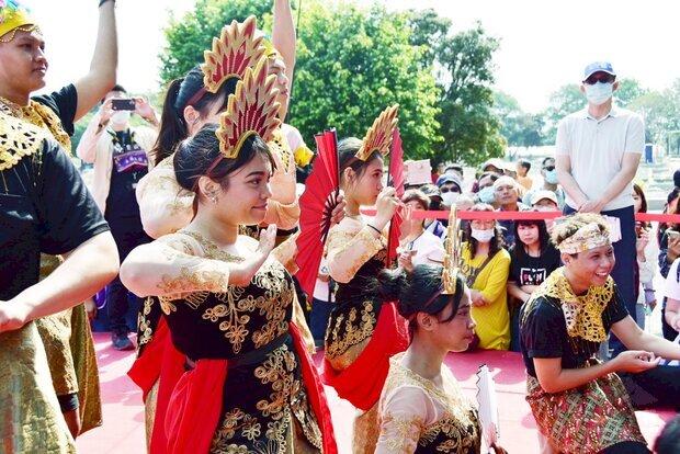 明道大學餐旅系學生帶來印尼祈福舞。(明道大學提供)
