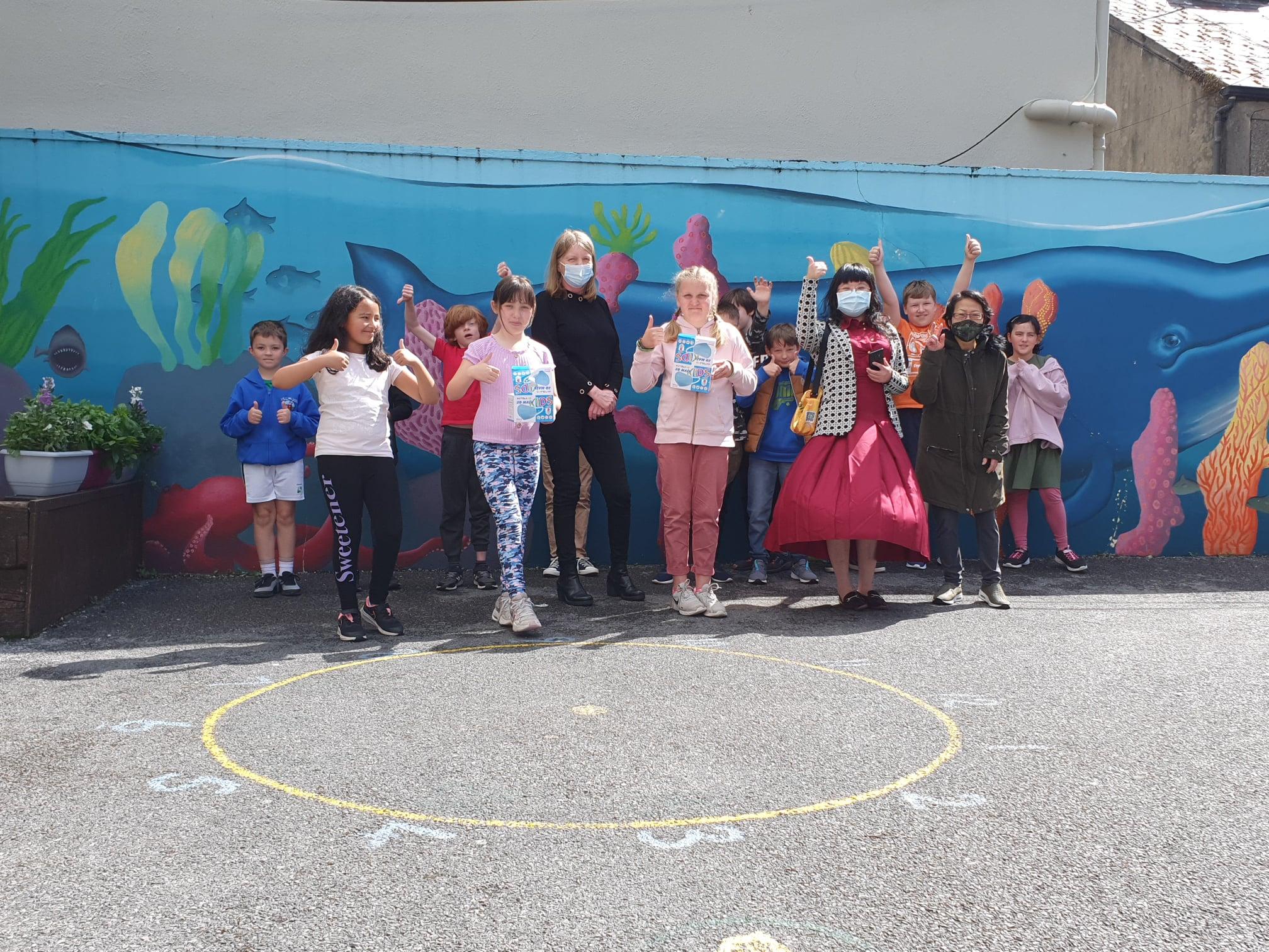 孩童未有疫苗施打! 愛爾蘭僑臺商捐兒童口罩至小學
